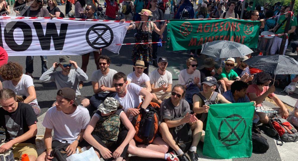 extinction rebellion paris crs