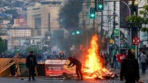 émeutes à Valparaiso au Chilie.