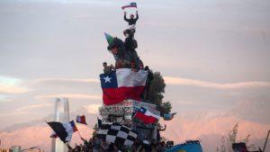 Des chiliens manifestent contre le gouvernement de Piñera